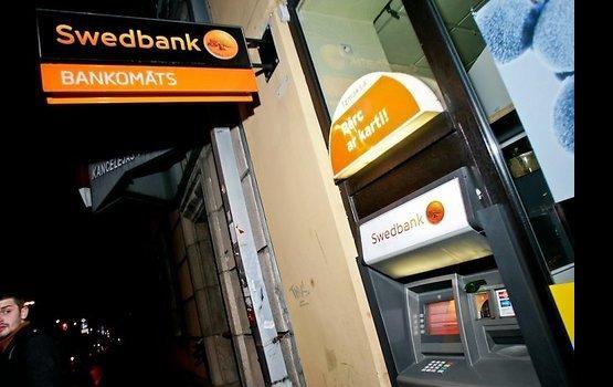 В банкоматах Swedbank не работают карточки других банков