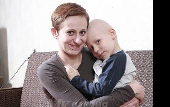 Видео мамочка помогла сыну кончиться