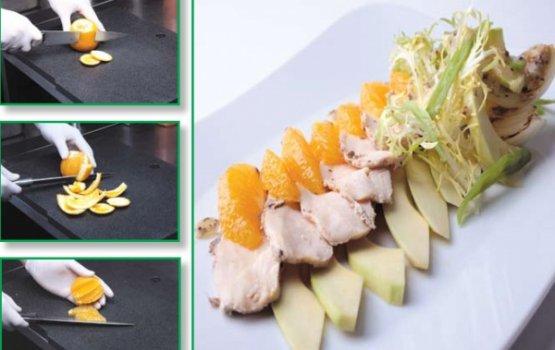 Рецепт от Валерия Ромацкого: Курица с салатом и апельсиновой заправкой