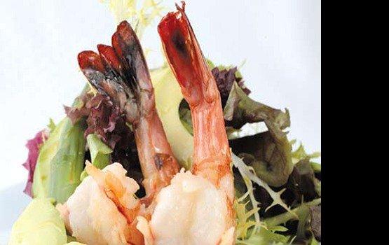 Рецепт от Валерия Ромацкого: Креветки и авокадо с острым перцем и лаймом