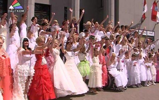 """В """"Параде невест"""" приняли участие 68 дам (видео)"""