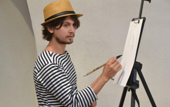 Безденежный художник «опортретил» даугавпилчан