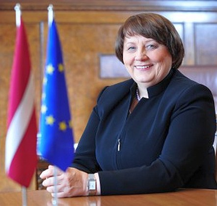 Премьер Латвии призвала жителей поддержать местных производителей