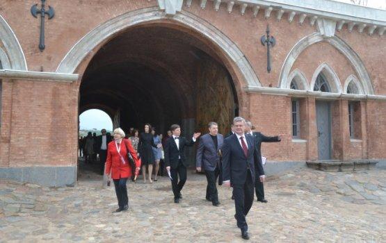 Николаевские ворота в крепости выдержали осаду