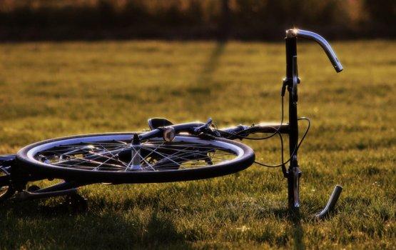 Полицейская машина сбила велосипедиста