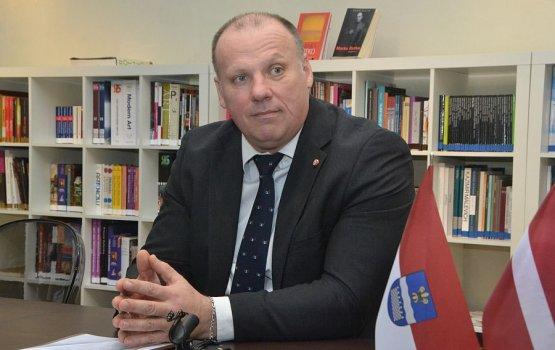 Министр путает неграждан и иностранцев?