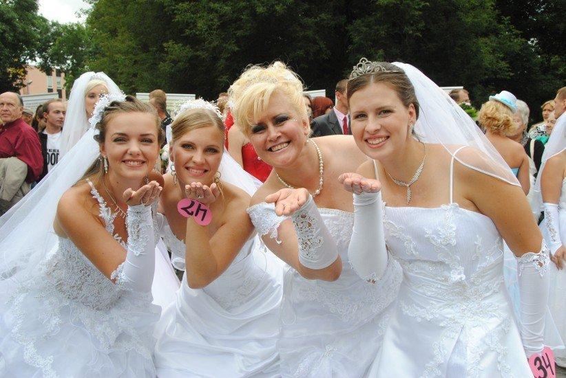 Видео четыре невесты