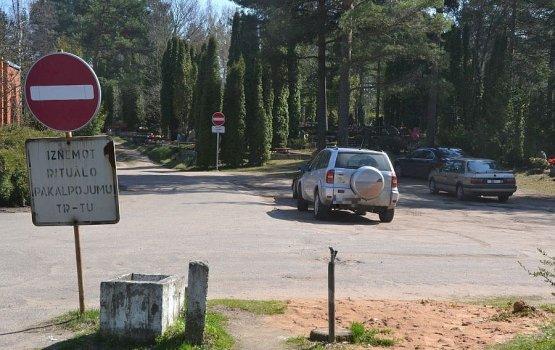 Можно ли въезжать на автомобиле на городские кладбища?