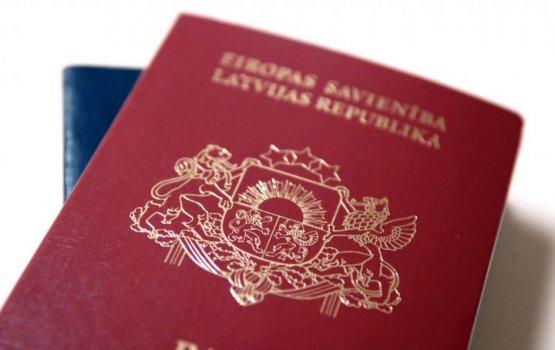 Евродепутаты передали в Европарламент петицию с подписями в поддержку неграждан