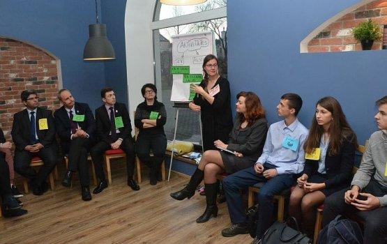 Молодежь вновь выпьет кофе с политиками