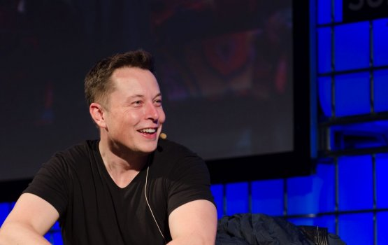 Реакцию Илона Маска на успешную посадку ступени Falcon 9 показали на видео