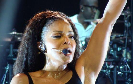 Певица Джанет Джексон родила первенца в 50 лет