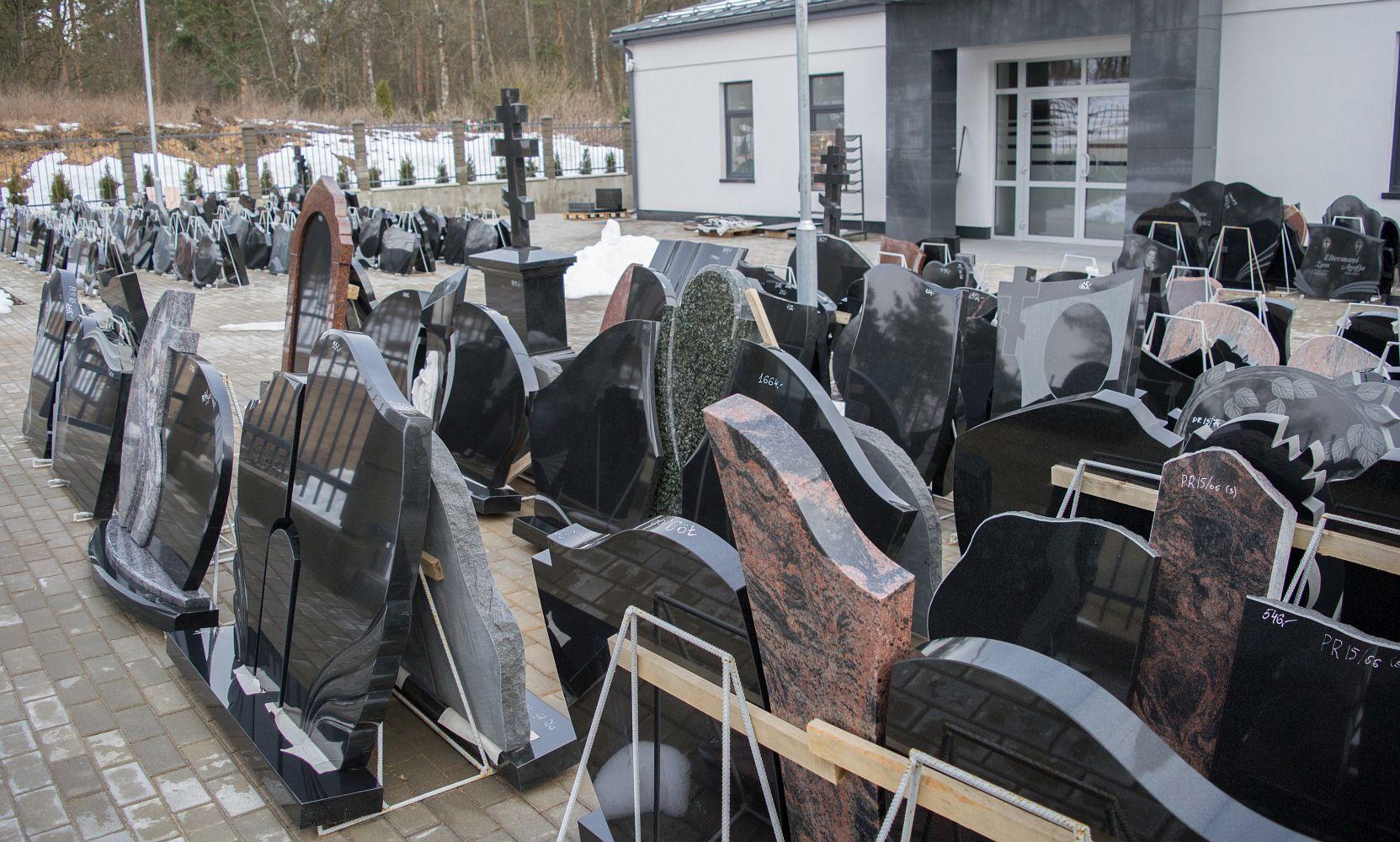 Гранитные памятники в латвии цена фото на памятник воронеж йошкар ола