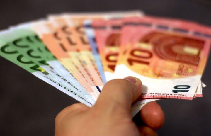 Латвийцам запретят дарить партиям более трети своих доходов