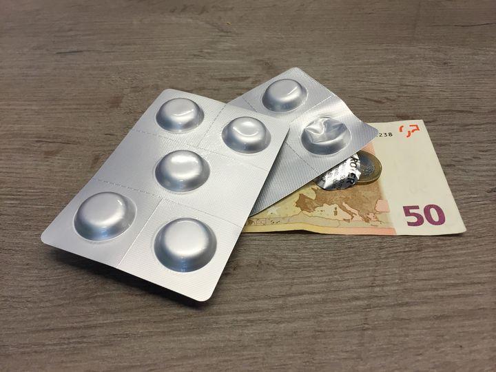С каждым годом лекарства обходятся нам все дороже