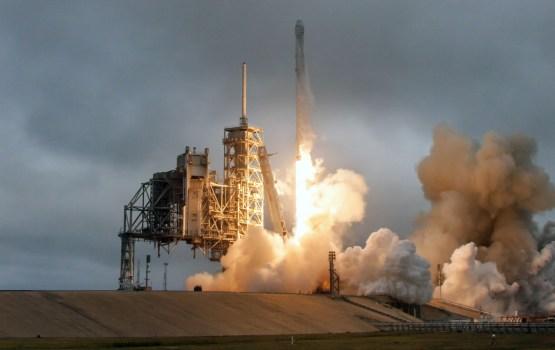 Бюджет ВВС США показал, насколько дешевле стоимость услуг по выводу спутников на орбиту у SpaceX