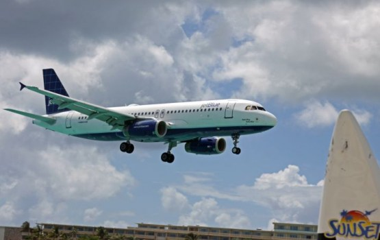 Самолет насмерть сдул туристку во время посадки