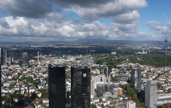СМИ: Deutsche Bank выведет из Британии €300 млрд