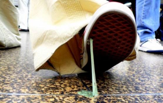 Как избавиться от прилипшей жвачки