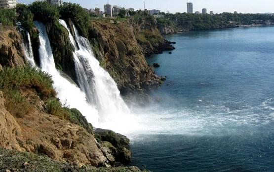 Россия признала берег Антальи опасным для туристов