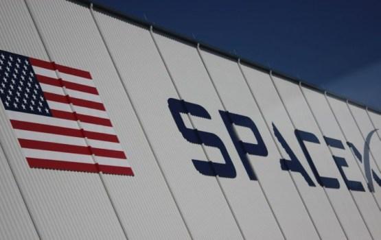 SpaceX показала свой космический скафандр