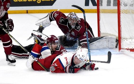 Хоккей: «Динамо» уступило в концовке