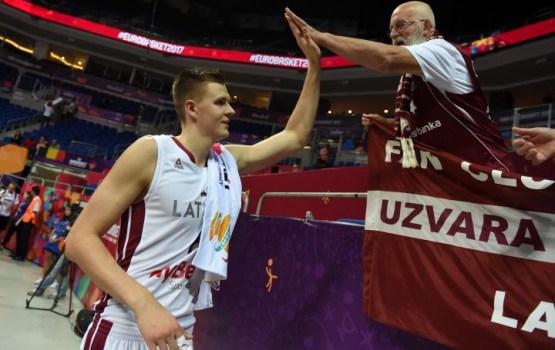 Латвийские баскетболисты обыграли россиян на чемпионате Европы