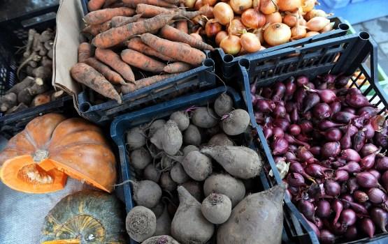 Аналитики: снижение НДС на латвийские фрукты и овощи - одно из самых глупых решений за многие годы
