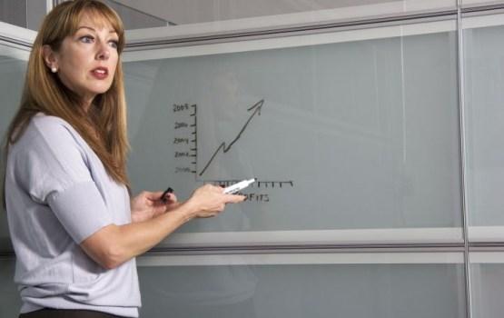 Средняя учительская зарплата в Латвии составляет 15 337 евро в год