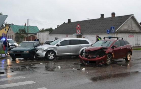 На Новом Строении столкнулись четыре авто (дополнено)