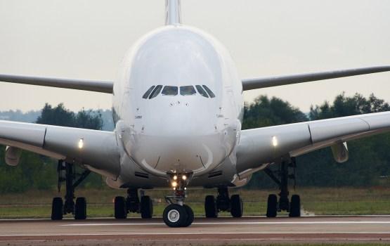 В Канаде экстренно сел самый большой в мире пассажирский самолет