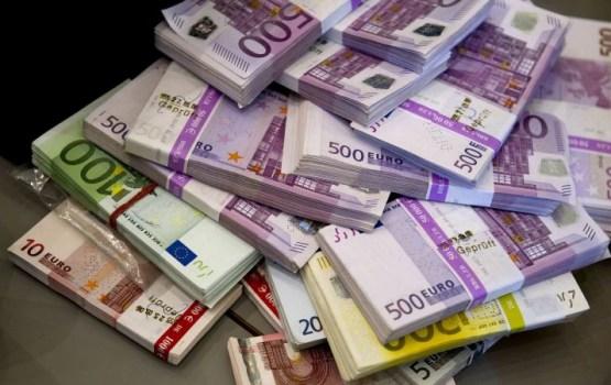 За последний год на зарплаты госслужащим страна потратила 665 млн евро