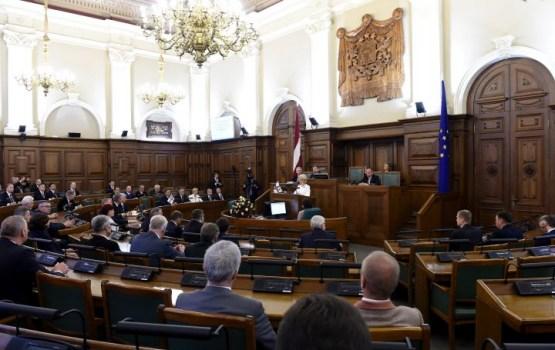 Народ требует запретить депутатам Сейма воздерживаться при голосовании