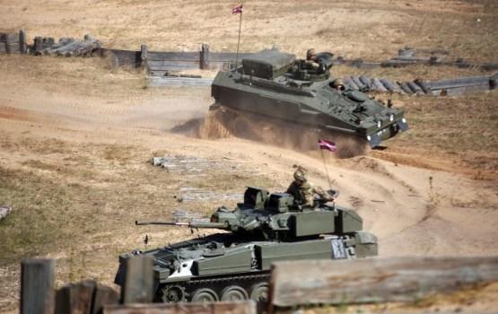 Латвия получила из Великобритании половину предусмотренных подержанных бронемашин