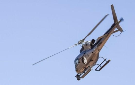 ВИДЕО: в Курземе упал вертолет, один человек погиб (дополнено)