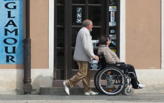 """Пенсионеры-инвалиды не получили льгот на 1,3 млн евро из-за условия """"поставить галочку в интернете"""""""
