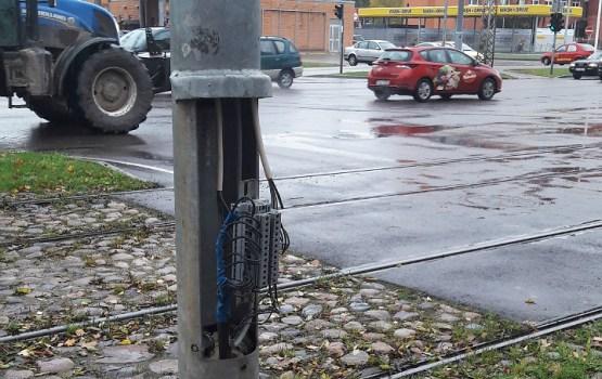 На остановке замечен поврежденный светофор