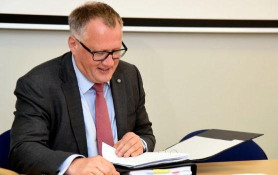 Ашераденс уходит с должности министра экономики