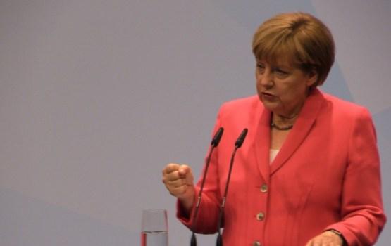 Рейтинг партии Меркель упал до минимума за последние шесть лет