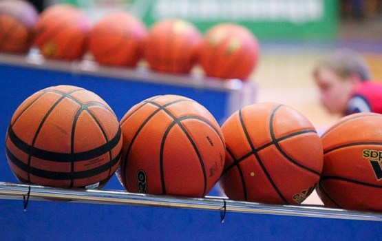 Баскетбол: нелегкая победа над сборной Латвии