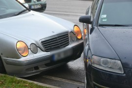 Утром столкнулись Audi и Mercedes