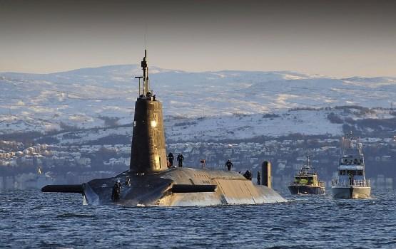 Британских моряков уволили после кутежа с кокаином и проститутками