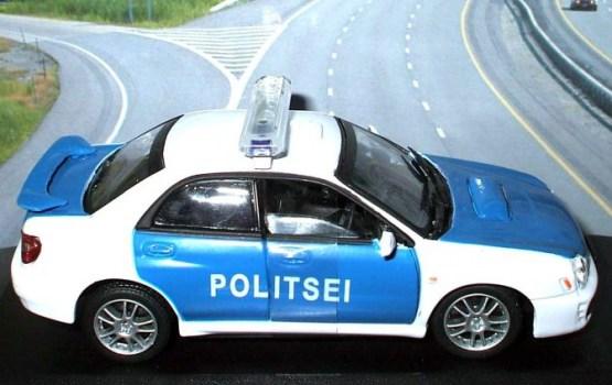 """В Эстонии пьяный гражданин Латвии пытался скрыться от полиции; пришлось применить """"ежа"""""""
