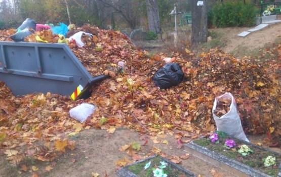 Жители жалуются на переполненные контейнеры на кладбищах