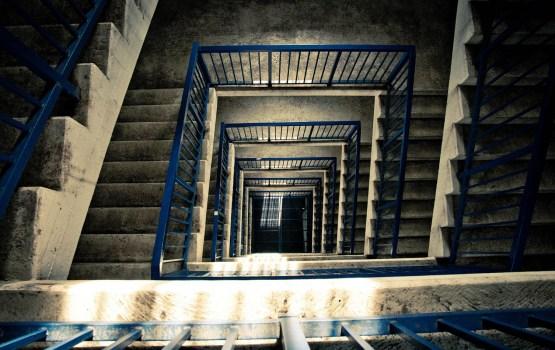 Жители недовольны качеством уборки лестничных клеток