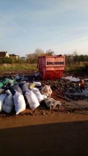 Жители устроили свалки у контейнеров для зеленой массы