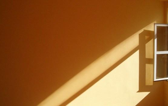 Трагедия в Иманте: при падении из окна погибла 26-летняя женщина