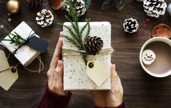 Социальная служба начнет вручать подарки в декабре