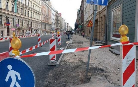 Руководство Риги не переживает, что улицы после летнего ремонта не приняты