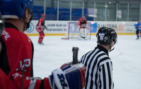 Хоккей: набрали два очка в двух играх
